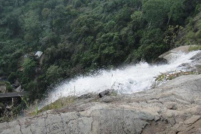 Diyaluma-Water-fall.jpg